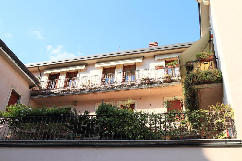 有大阳台的议院在维罗纳 免版税图库摄影