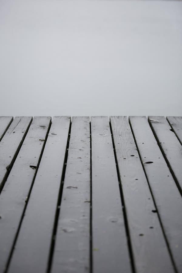 有大雾的船坞 免版税库存图片