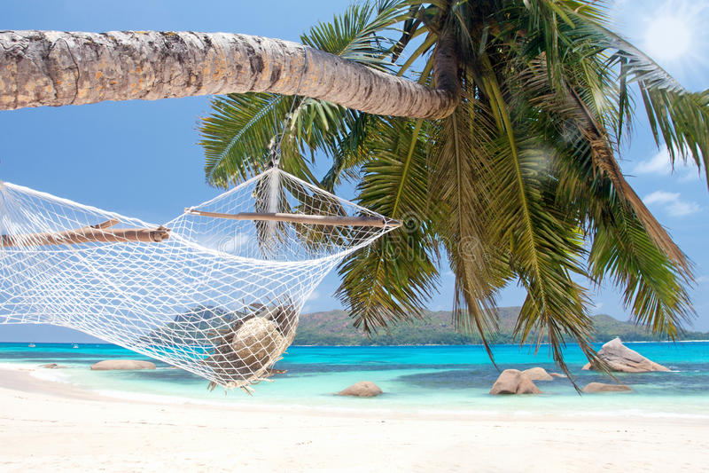 Download 有太阳帽子的好的小丘 库存照片. 图片 包括有 海洋, 本质, 异乎寻常, 吊床, 和平, 小海湾, 轻松 - 30333616