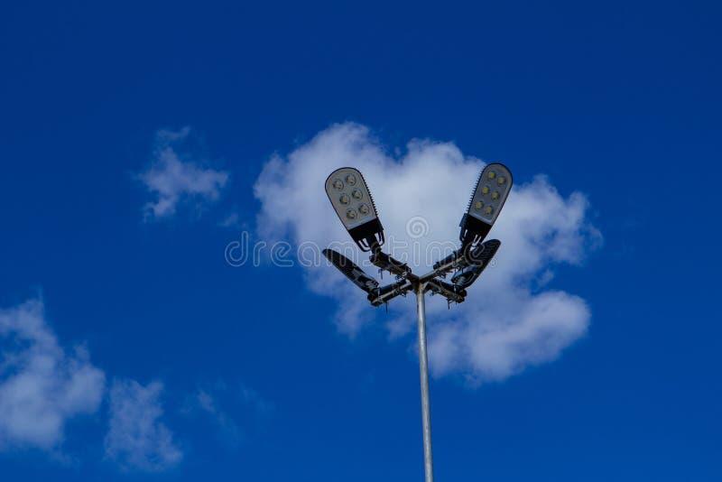 有太阳能和蓝天的街灯LED与云彩 图库摄影
