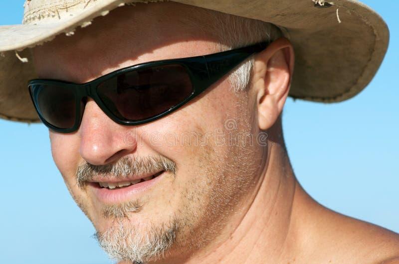 有太阳镜和帽子的人 免版税库存图片