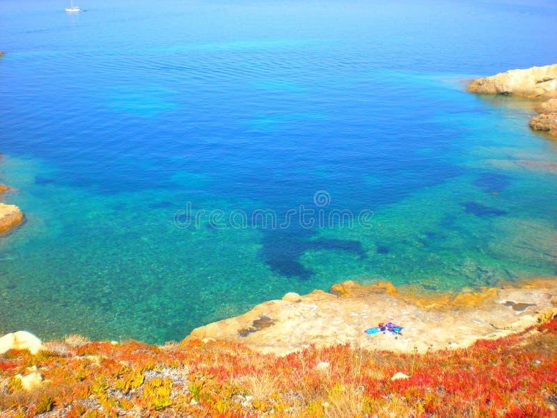 有失去的海滩的蓝色风平浪静 免版税图库摄影