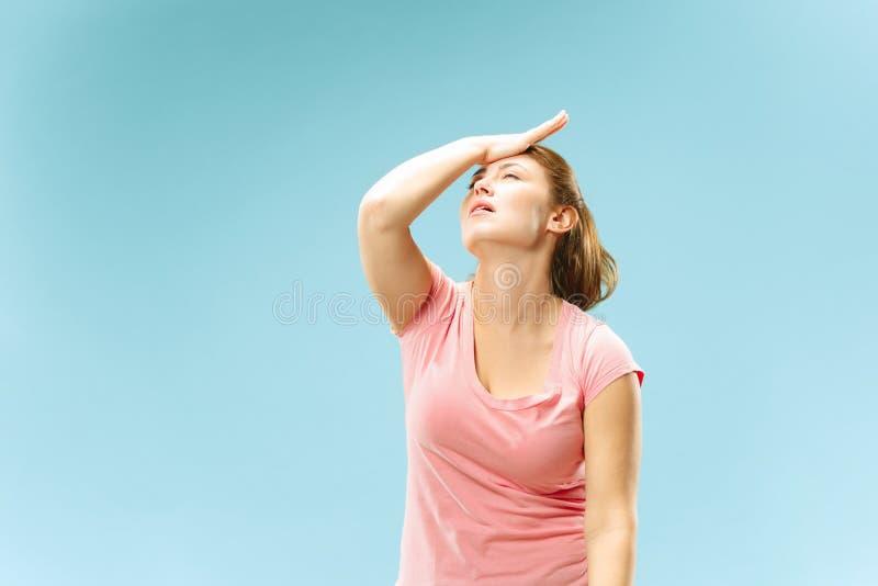 有头疼妇女 隔绝在淡色背景 免版税图库摄影