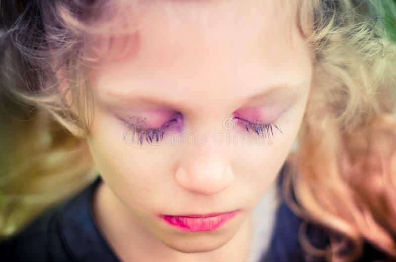 有奇怪的哀伤的女孩组成 免版税库存照片