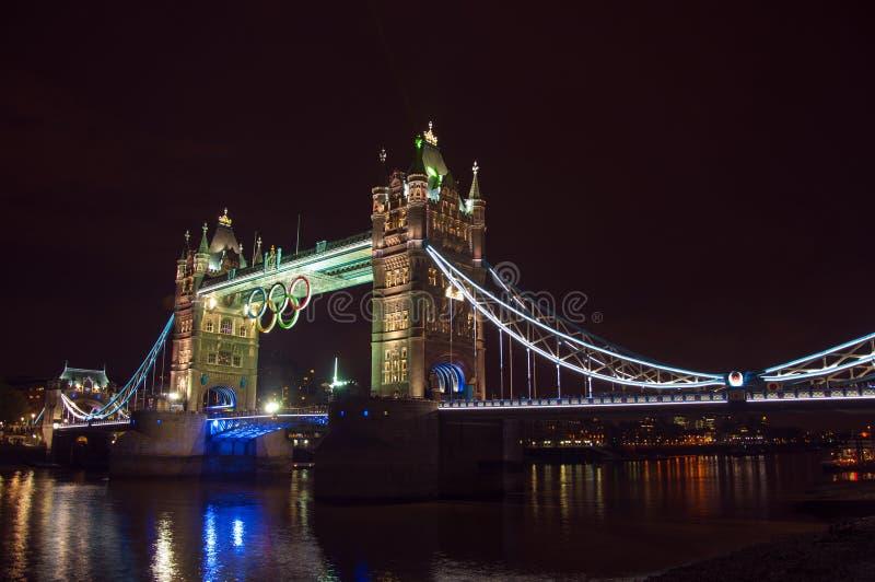 有奥林匹克圆环的塔桥梁 免版税图库摄影