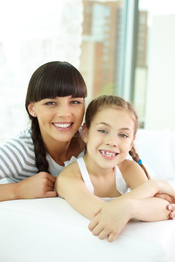 有女儿的妇女 免版税图库摄影