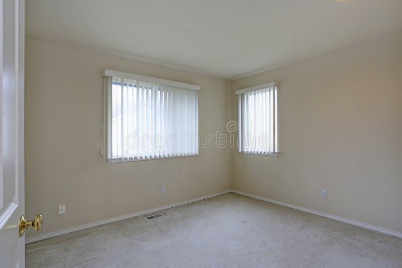 有奶油的空的室围住油漆颜色 库存照片