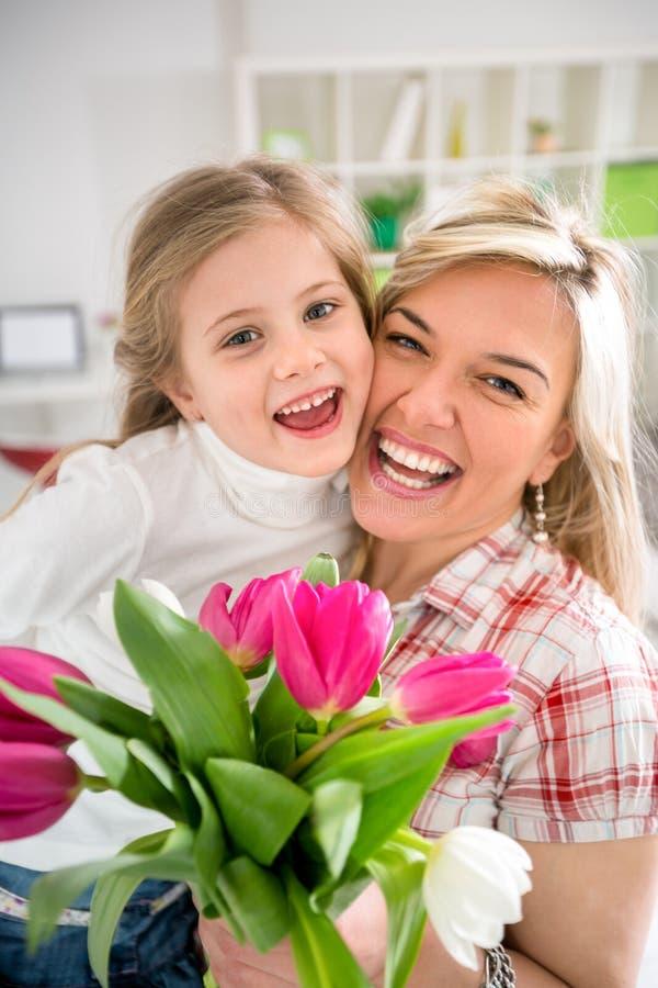 有她的女儿的妈妈在母亲节 图库摄影
