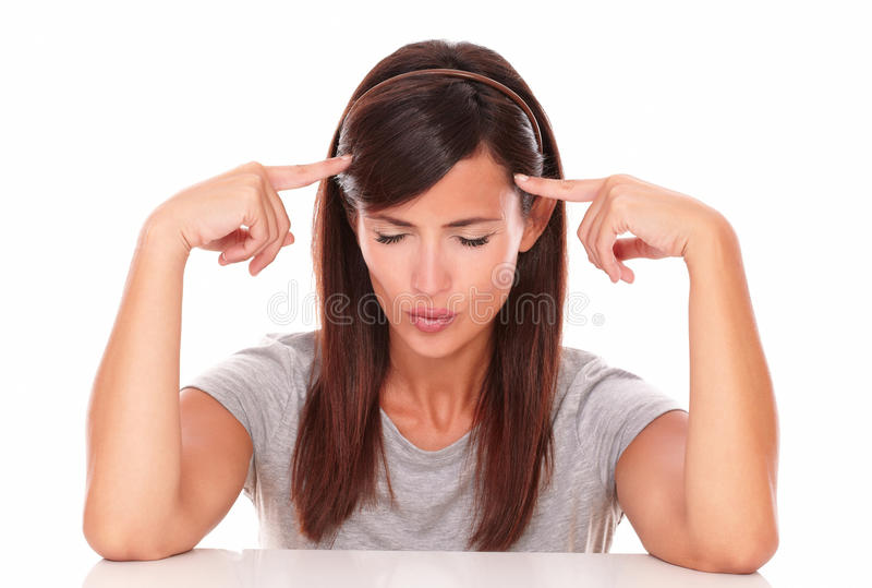 有她的手指的沉思妇女在头 免版税库存照片