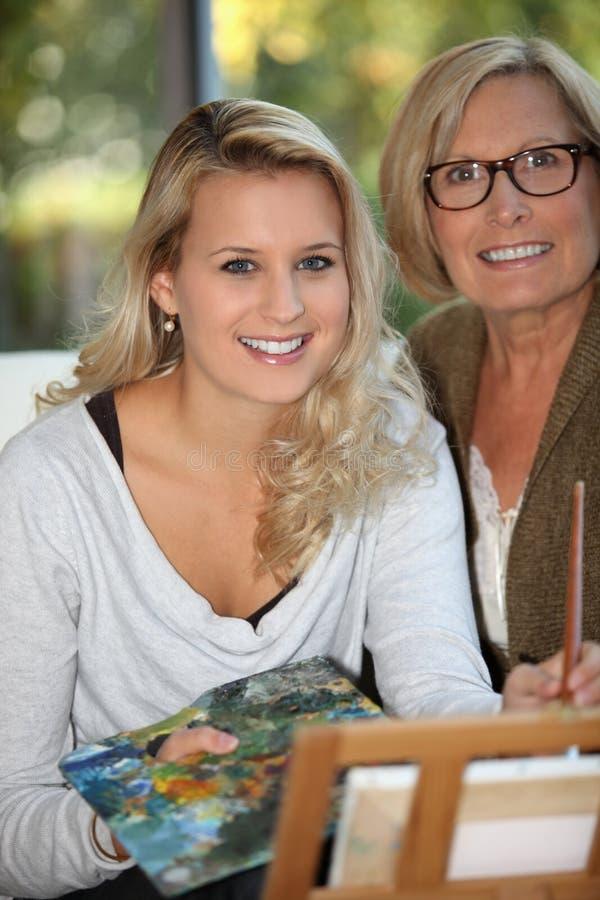 有她的母亲的妇女 免版税库存照片