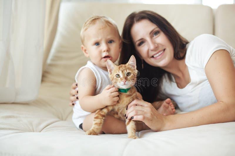 有她的婴孩的母亲 库存图片