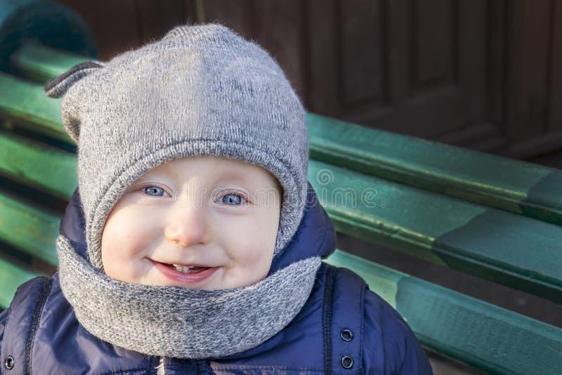 有好的微笑的快乐的小孩 免版税图库摄影