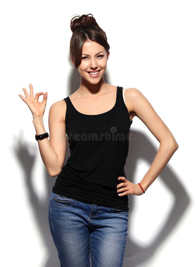 有好的现有量符号的愉快的微笑的女商人 免版税图库摄影