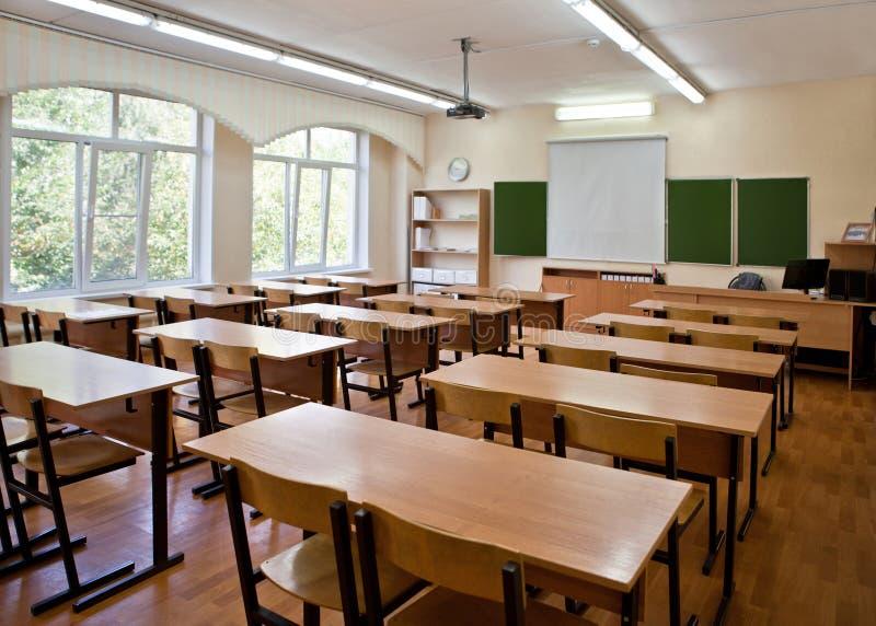有委员会和放映机的教室 免版税库存图片