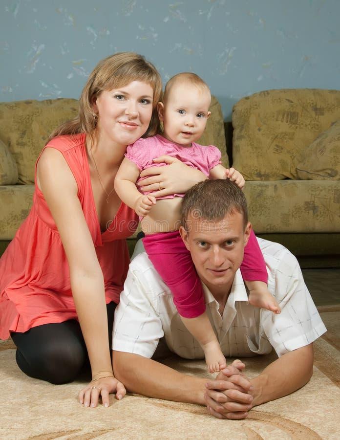 有婴孩的愉快的父项 免版税库存图片