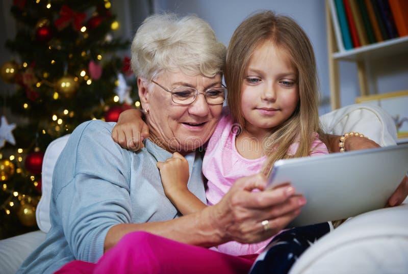 有孙女的祖母 图库摄影