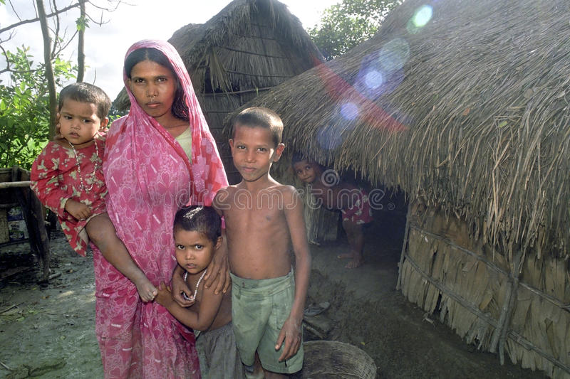 有孩子的家庭画象孟加拉国的母亲 库存图片