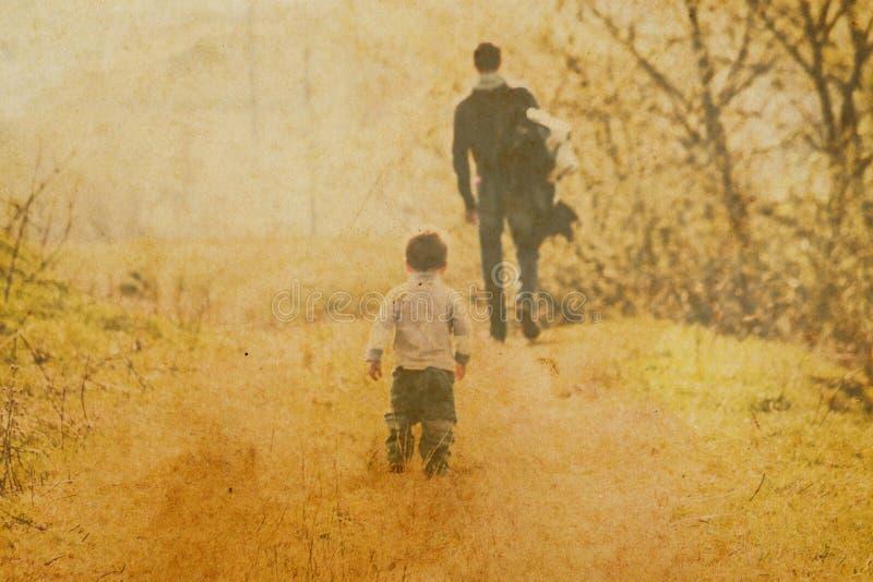 有孩子的爸爸 免版税库存照片