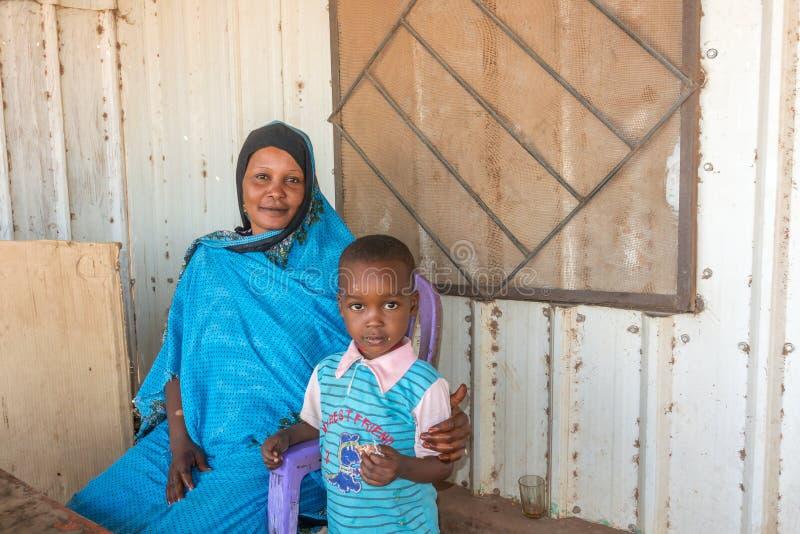 有孩子的苏丹人母亲 免版税库存照片