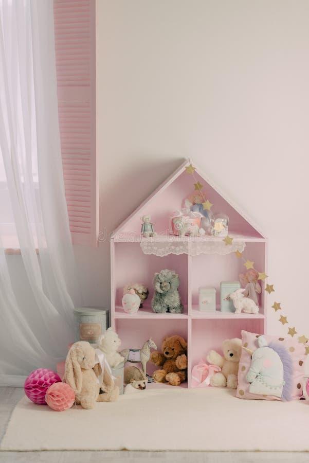 有安全的玩具的儿童` s屋子 库存图片