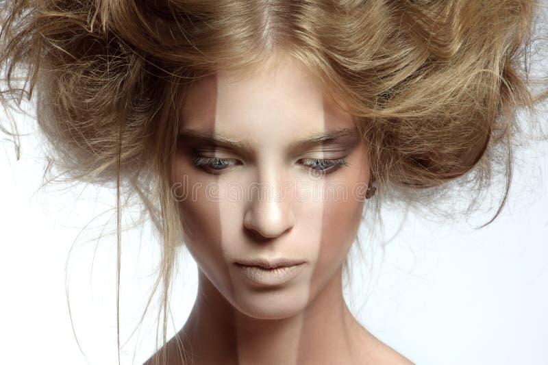 有完善的构成和发型的妇女 免版税库存照片