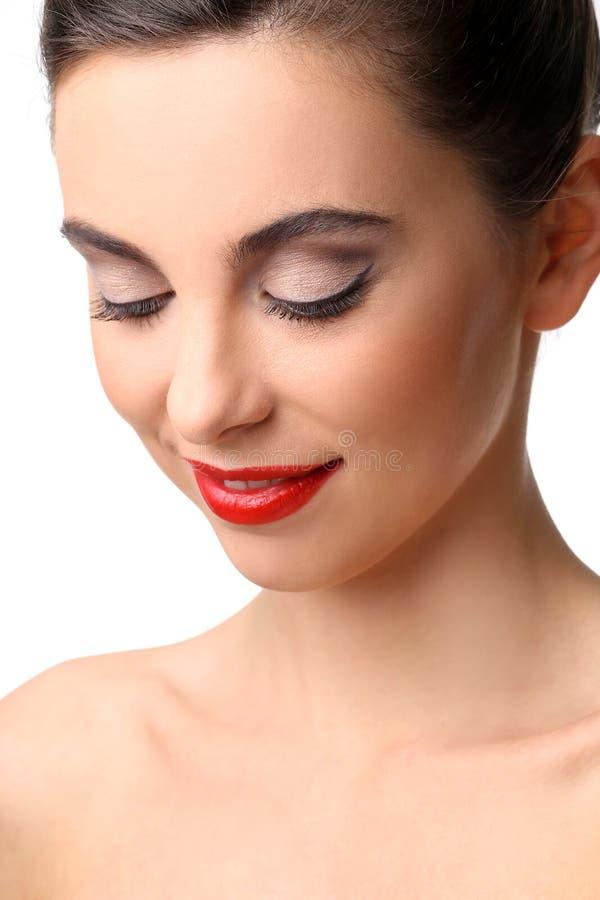 有完善的皮肤和红色唇膏的美丽的女孩 免版税图库摄影