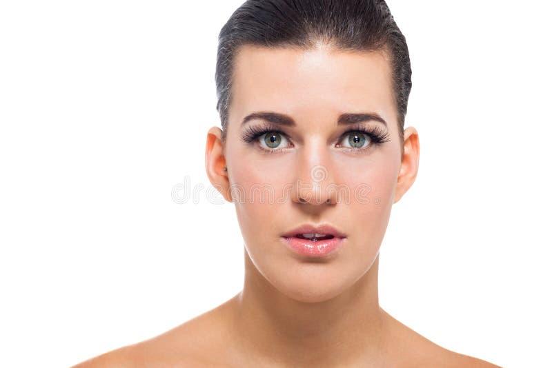 有完善的皮肤和软的构成的美丽的少妇 免版税库存图片