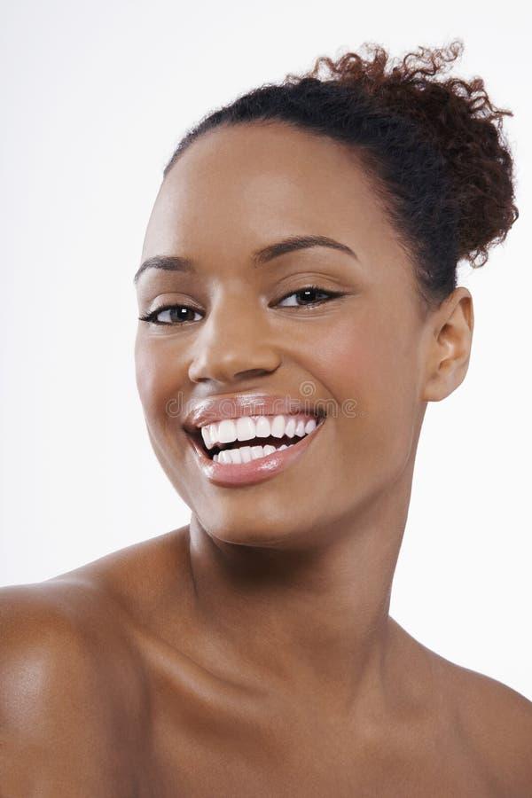有完善的皮肤的微笑的妇女 免版税图库摄影