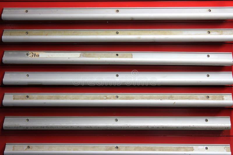有室的钢红色工具柜文本的 免版税库存照片