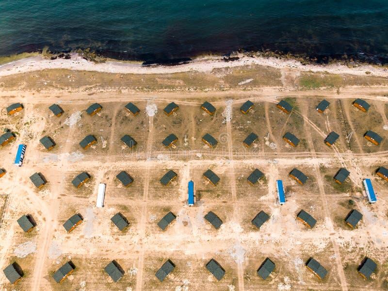 有对称房子的村庄在海的克里米亚 库存图片