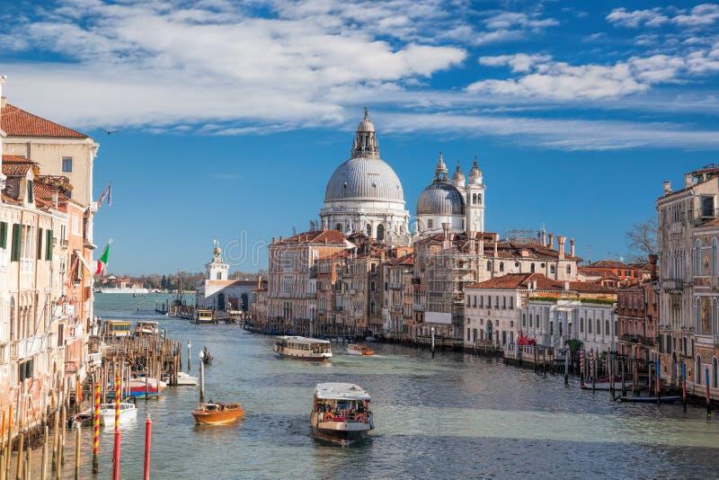 有小船的大运河在威尼斯,意大利 免版税库存图片