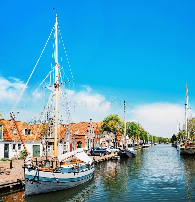 有小船的运河在伊顿干酪,荷兰 库存图片