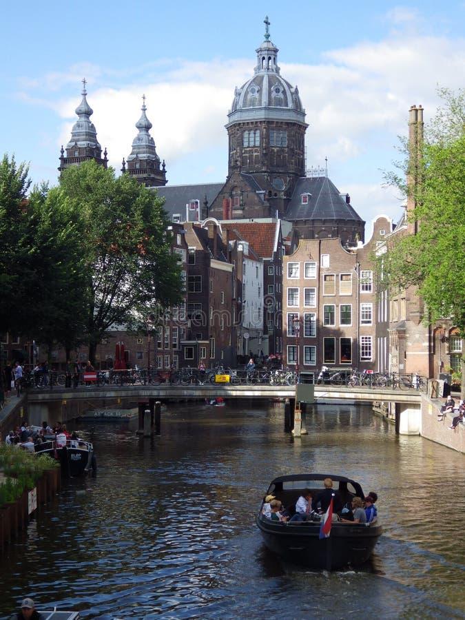 有小船的,荷兰阿姆斯特丹运河 库存图片
