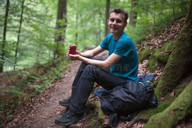 有少年的远足者断裂 免版税图库摄影