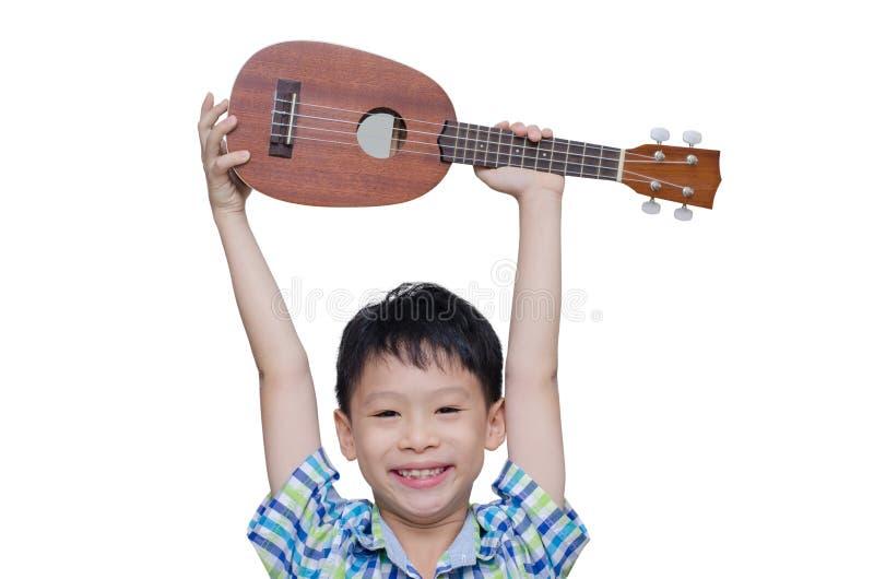 有尤克里里琴的小男孩 免版税库存图片