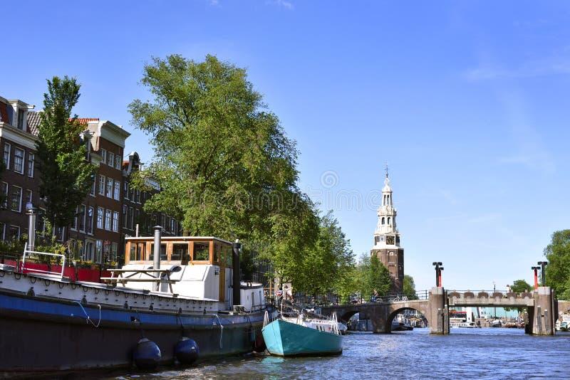 有居住船的Amstel河 免版税库存照片