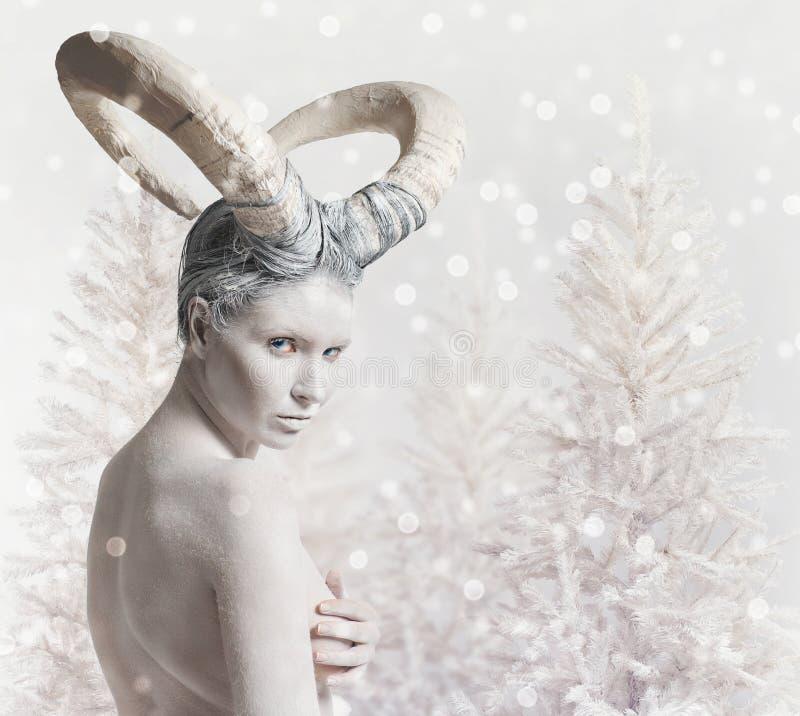 有山羊身体艺术的女性 免版税图库摄影