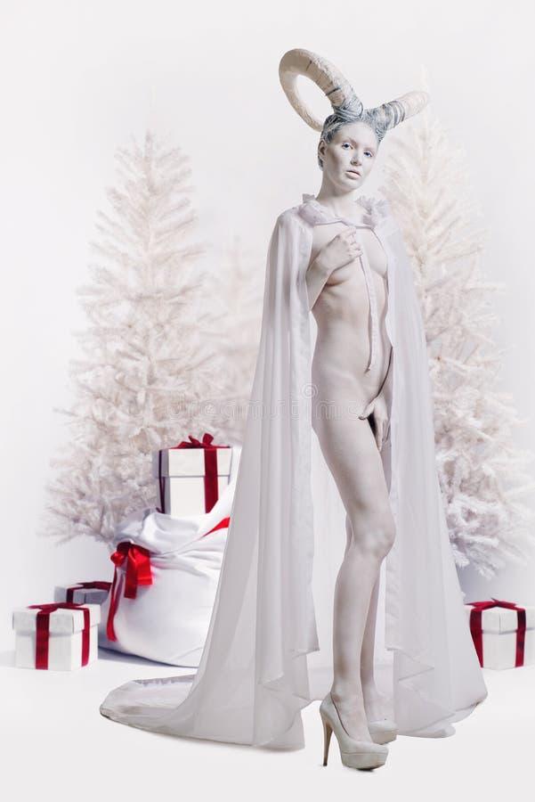 有山羊身体艺术的妇女 免版税图库摄影