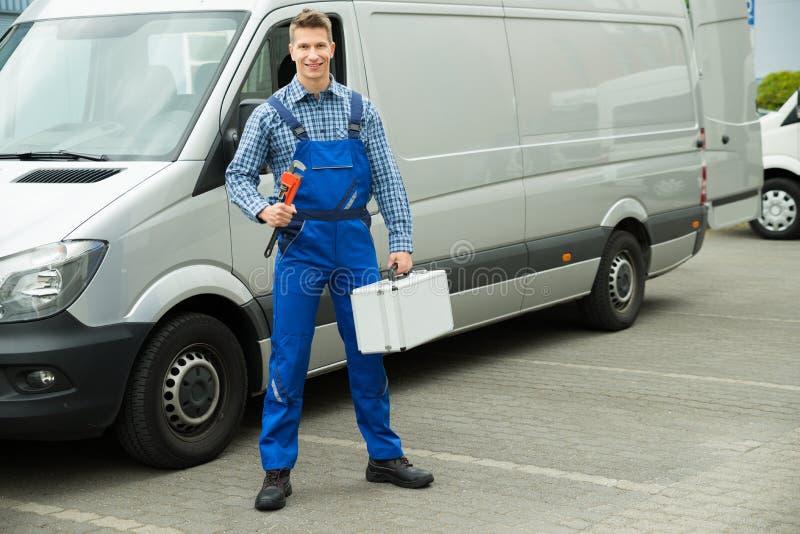 有工作工具和工具箱的工作者 免版税库存照片