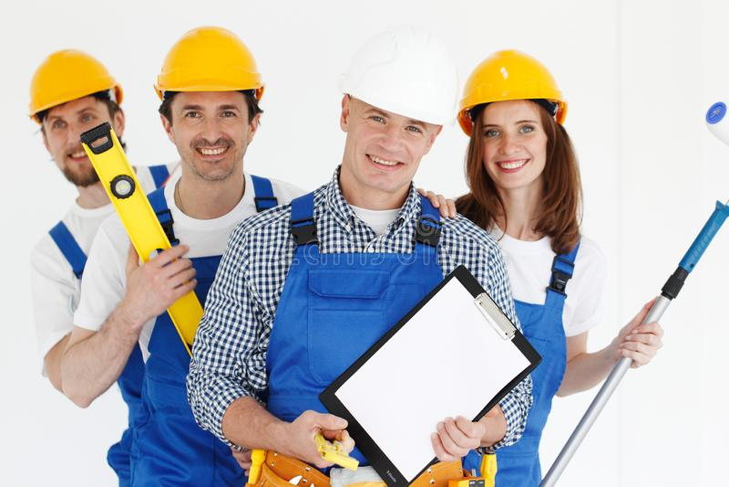 有工具和合同的工作者 免版税库存照片