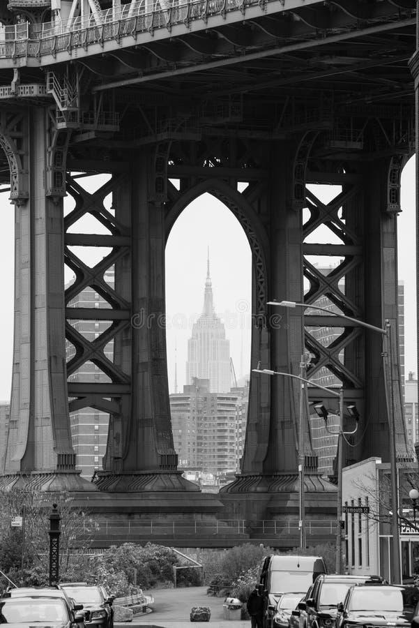 有帝国大厦的布鲁克林大桥在曼哈顿NY 免版税库存图片