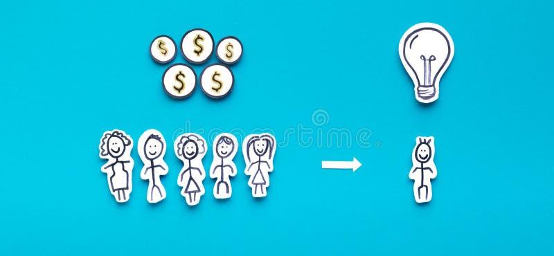 有帮助年轻enterpreneur的金钱的许多投资者 库存照片