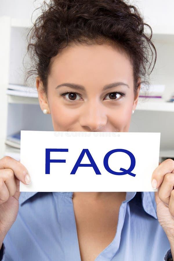 有常见问题解答标志的妇女 免版税库存图片