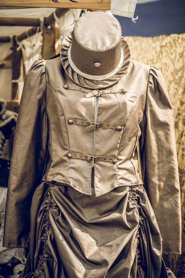 有帽子的Steampunk礼服 免版税库存照片