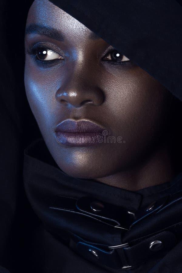 有干净的完善的皮肤的年轻美丽的妇女组成 免版税库存图片