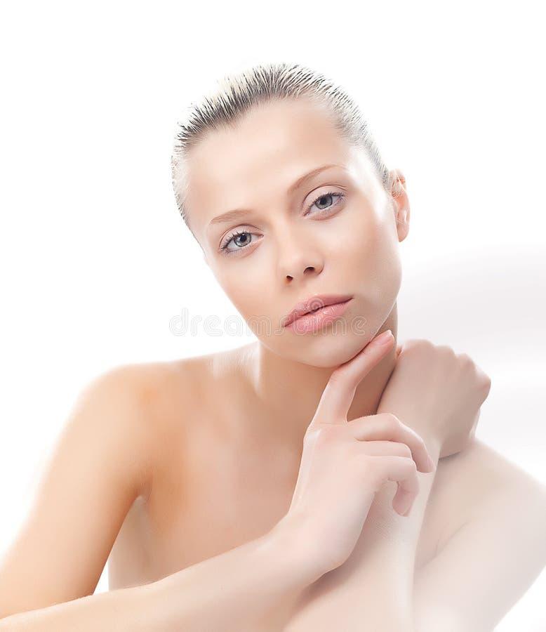 有干净的平稳的皮肤的可爱的性感的女孩 免版税库存照片
