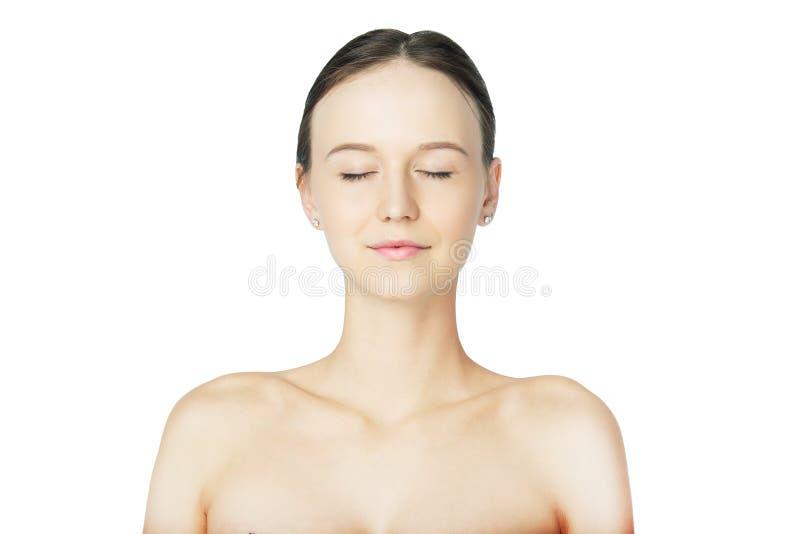 有干净的皮肤和裸体构成的美丽的女孩 免版税图库摄影