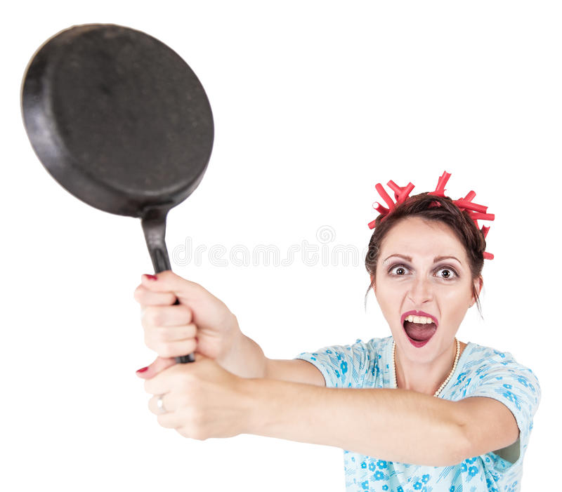 有平底锅的疯狂的恼怒的叫喊的主妇 库存图片