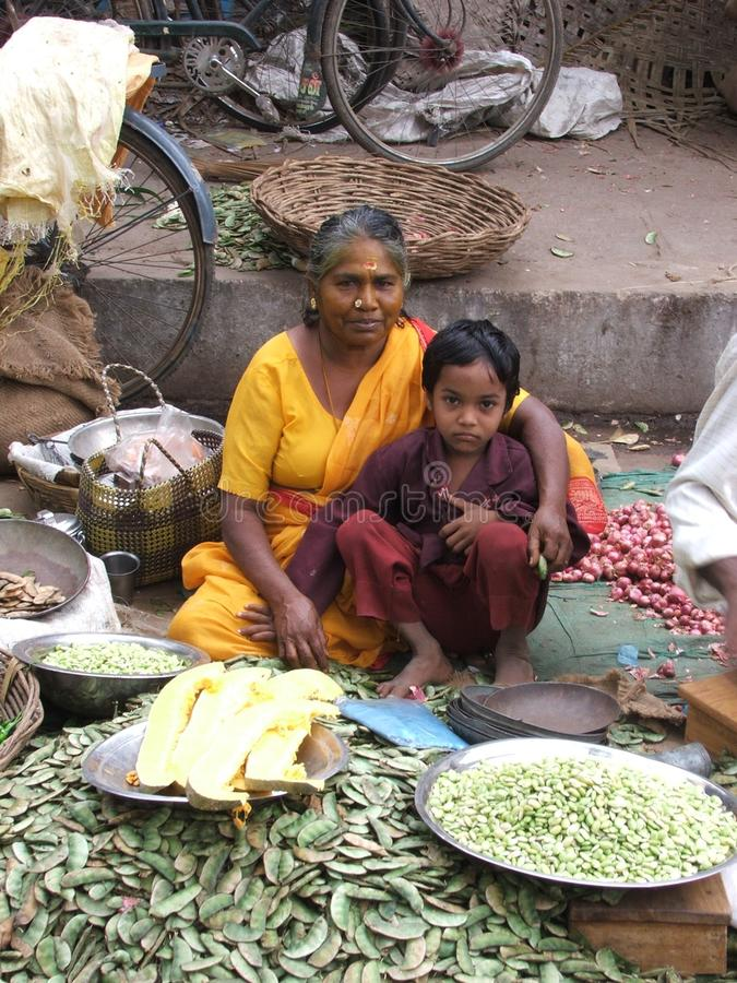 有幼儿的印第安妇女 免版税库存照片