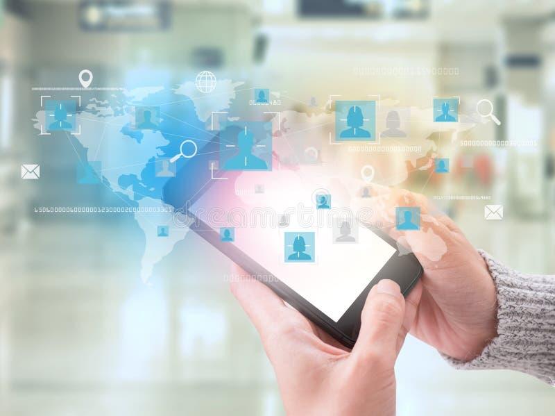 有应用象的企业手连接和地球网络 免版税库存图片